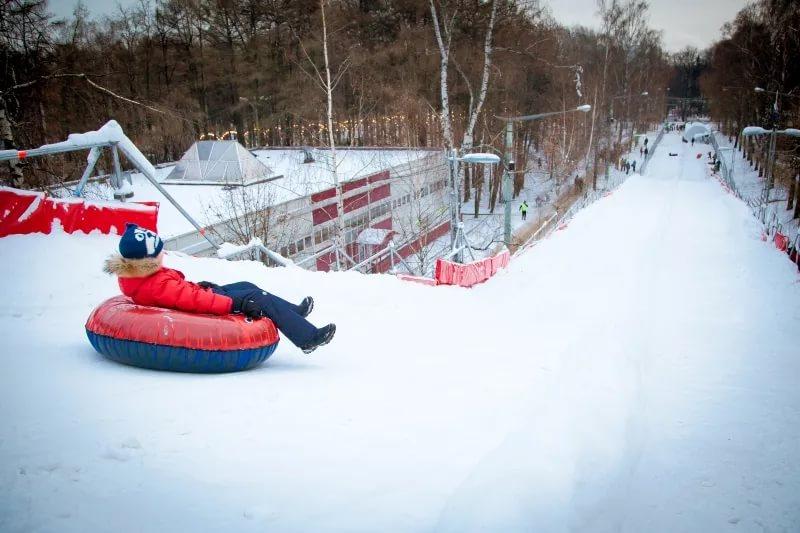 В пойме реки Битца в декабре откроют тюбинговую горку