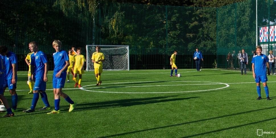 Соответствующее требованиям ФИФА футбольное поле появилось в Северном Бутово