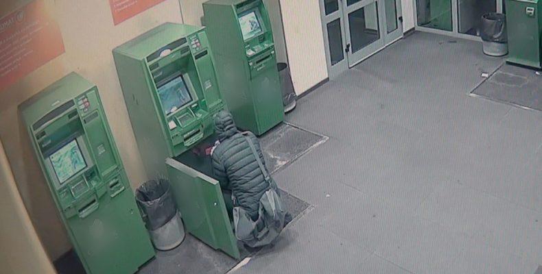 В Северном Бутово из банкомата украли почти 3 млн рублей