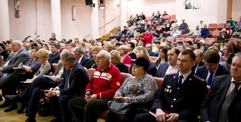 Навстрече главы управы Регины Захаровой сжителями района говорилось одолгах бутовчан заЖКУ