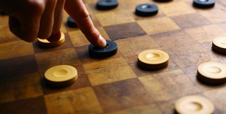 Наш спортсмен-ветеран Лев Бабаев сыграл вничью в шашки с вице-чемпионом Европы