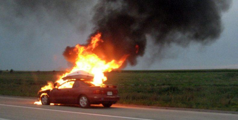 Неизвестный герой-водитель смог потушить огонь на трассе, идущей через Северное Бутово