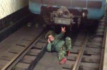 На станции метро «Бульвар Дмитрия Донского» мужчина упал на рельсы